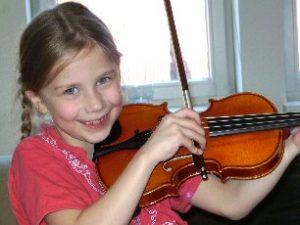 Jule, 7 Jahre, spielt Geige seit 6 Monaten