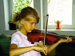 Ann-Kathrin, 9 Jahre, spielt Geige seit 2 Jahren