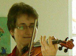 Claudia Florenski, spielt Geige seit 9 Jahren - inzwischen auch in der Irish-Folk-Band: Clarsach